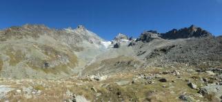 Glacier du Bertol and cabane view