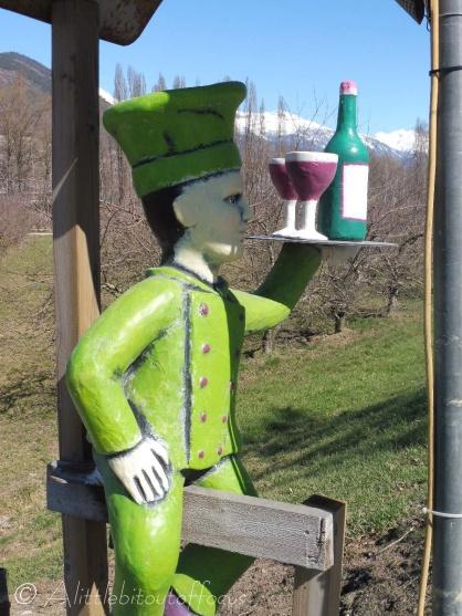 7 Wine waiter