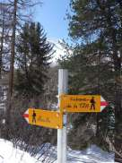 Signpost with the Pigne d'Arolla behind