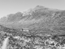 4. Coulags bothy (b&w)