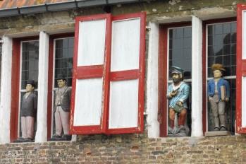 Window statues