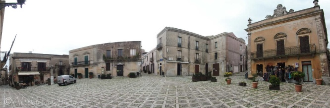 11-erice-town-square