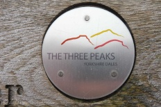 9 Three Peaks sign