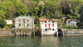 35 Lakeside houses