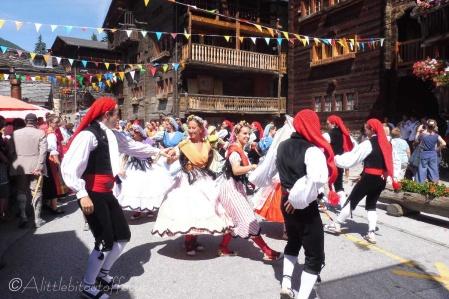 19 Spanish Dancers