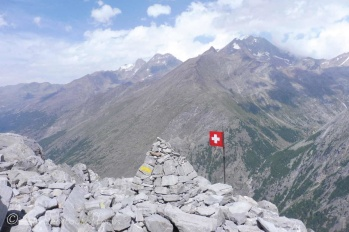19 Swiss flag, Weissmies behind
