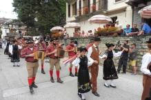 27 Valaisian procession