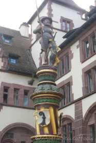 6 Statue
