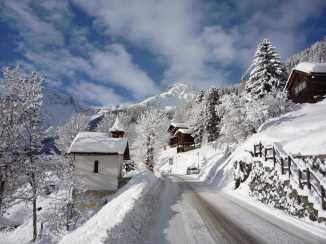 14 Road into Grimentz