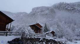 1 Neighbouring chalets