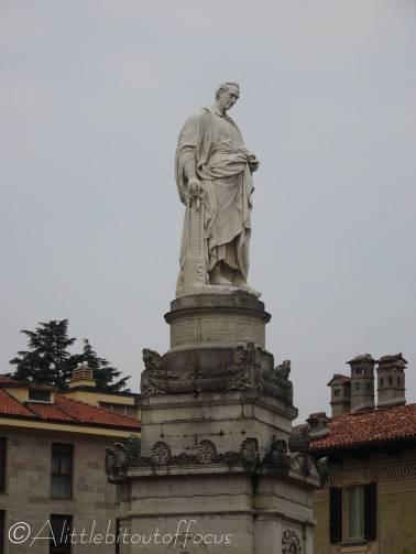 18 Voltaire statue, Como