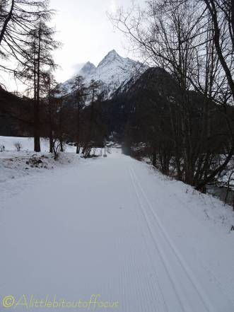 1 ski piste towards the grande and petite veisivis