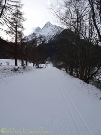 1 ski piste towards the grande and petite veisivis