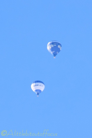 2 hot air balloons