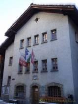 18 Commune building