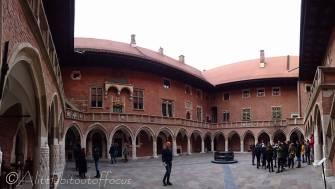 24 Jagiellonian University courtyard