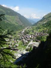 3 View over Evolene