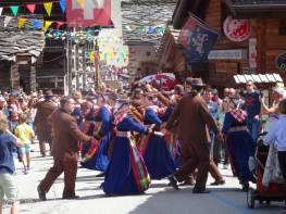12 Evolène dancers II