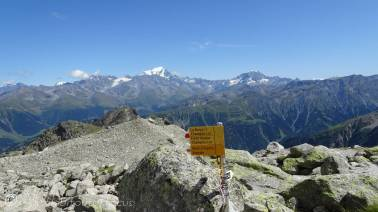 25 Grand Combin (L of centre)