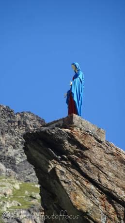 3 Statue