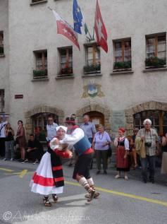 8 Italian dancers
