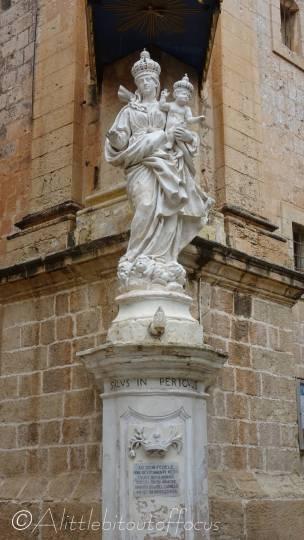 5 Statue
