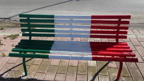 11 Italian flag bench